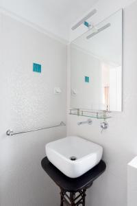 A bathroom at Almamater Lisbon Apartments