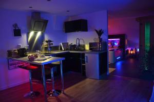 Cuisine ou kitchenette dans l'établissement JnSpa21