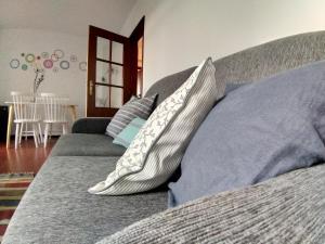 A seating area at Apartamentos Cimo de Vila
