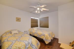 A bed or beds in a room at Red Rock Vacation Villa