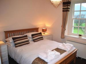 A bed or beds in a room at Lanthwaite Green New Farmhouse