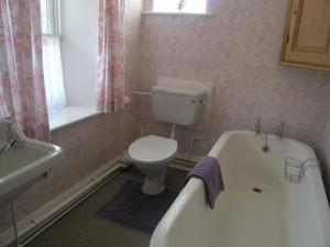 A bathroom at 3 Townhead Cottages