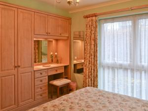 A bed or beds in a room at ROWLANDS, GRASMERE