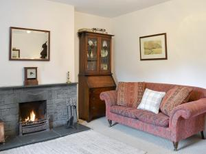 A seating area at ROUNDHILL COTTAGES 1