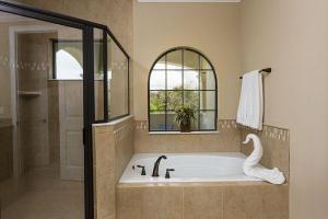 Salle de bains dans l'établissement 1041 Reunion Resort 5 Bedroom Villa
