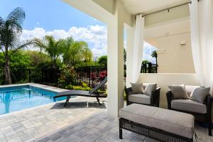 Piscine de l'établissement 1037 Reunion Resort 5 Bedroom Villa ou située à proximité