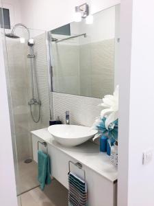 A bathroom at Sunny Islands TQ