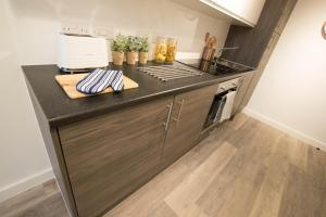 A kitchen or kitchenette at Caro Short Stay Parker Street