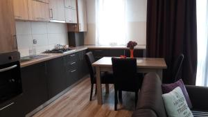 A kitchen or kitchenette at city center apartament