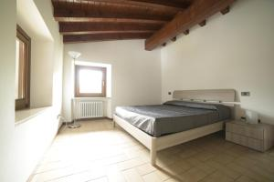A bed or beds in a room at San Carlo Appartamenti vacanze
