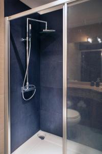A bathroom at Parque das Nações - Fil Pool Apartment