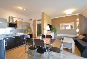 A kitchen or kitchenette at Apartamenty Dom Bałtycki