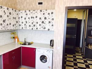 A kitchen or kitchenette at Apartment on Sibgata Khakima 46