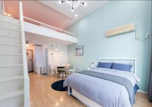 Postel nebo postele na pokoji v ubytování Here House Hongdae