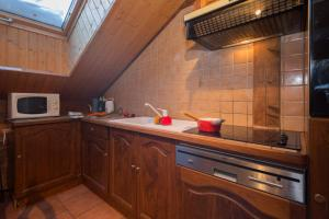 A kitchen or kitchenette at Chalet Résidence Chantey Mourry 5