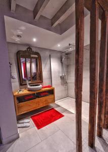 Salle de bains dans l'établissement Les Cimaises de Janvry