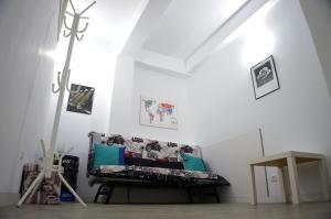 A seating area at Apartamento Gois