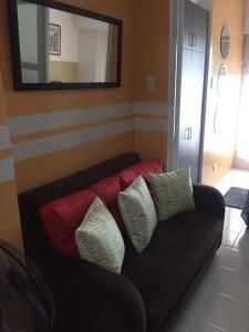 A seating area at JOY: Prime Residences- Tagaytay