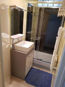 Salle de bains dans l'établissement La Maison du Petit Lavoir