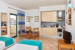 A kitchen or kitchenette at Oceanus Aparthotel