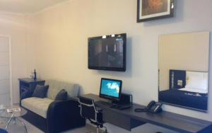 A television and/or entertainment centre at Pearl Bay Hotel Apartments