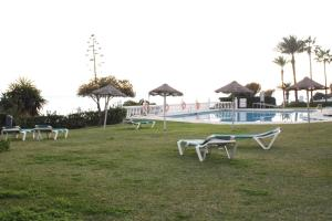 A garden outside Luxury in the beach, Lubina Sol