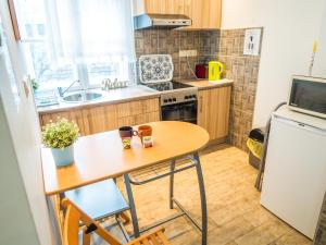 A kitchen or kitchenette at Vagohid30 Apartment