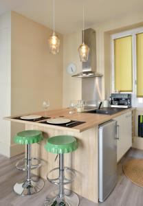 A kitchen or kitchenette at Gambetta #4 - Appartement cosy - 2 personnes