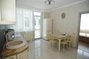 Kuhinja ili čajna kuhinja u objektu Apartment on Parkovaya 6