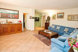 The lobby or reception area at Villa Oliveto
