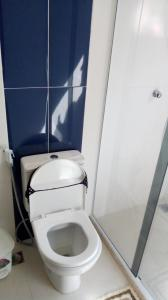 A bathroom at Casa do Júnior-Cabo frio