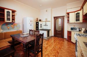 Кухня або міні-кухня у Centreville Apartments
