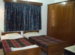 Rupkatha Guest House, AE-240 Sector 1