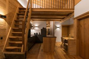 A kitchen or kitchenette at Bock's Apartment-Arlberg-Chalets