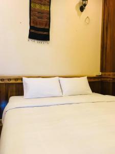 Een bed of bedden in een kamer bij Avalon Apartment