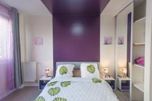 A bed or beds in a room at Le Mans City Modern & Design