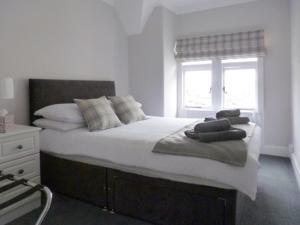 A bed or beds in a room at 1 Bank Street