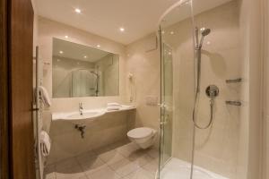 Uma casa de banho em Residence Emmy