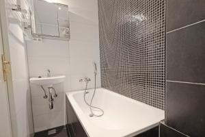 A bathroom at Spacious garden apartment Jordaan