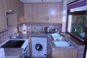 A kitchen or kitchenette at Teign Head Garden Flat