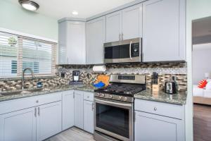 A kitchen or kitchenette at Three-Bedroom SD Home