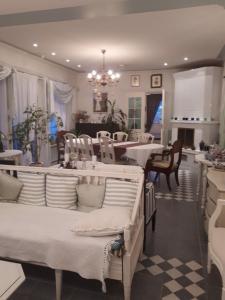 En restaurang eller annat matställe på Villa Emilia