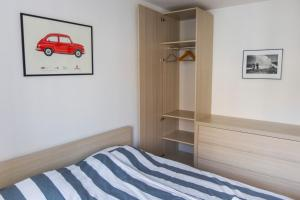 A bed or beds in a room at Photographer's Nest