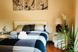 A bed or beds in a room at Fiore Bianco Apartment
