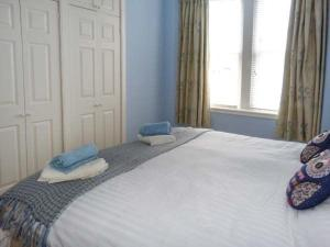 A bed or beds in a room at 40A High Street