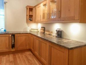 A kitchen or kitchenette at 40A High Street