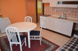 A kitchen or kitchenette at AB Apartments