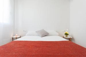 A bed or beds in a room at Flateli Providencia