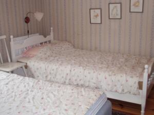 Säng eller sängar i ett rum på One-Bedroom Holiday home in Fjugersta