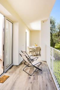 A balcony or terrace at Bardolino center ground floor with pool and garden